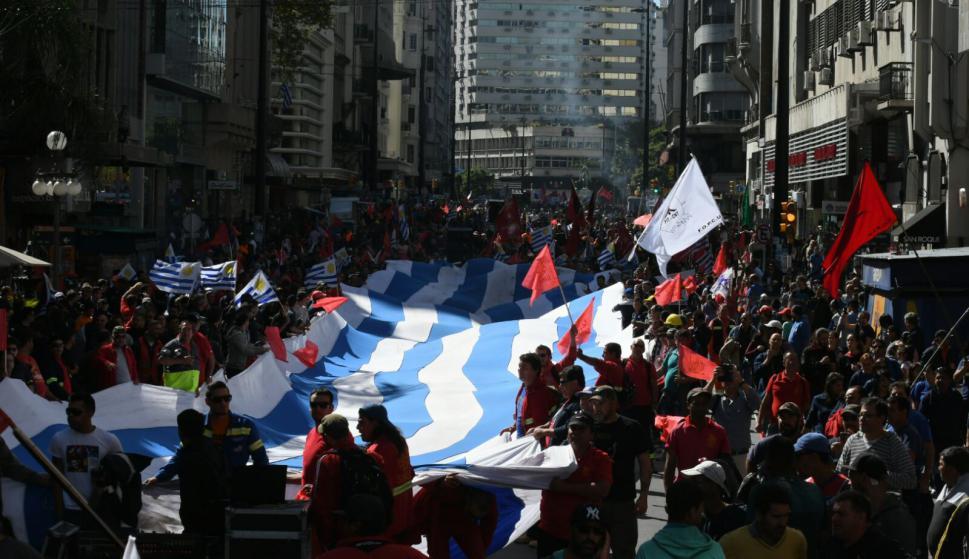 Resultado de imagen para fotos del acto del primero de mayo en uruguay