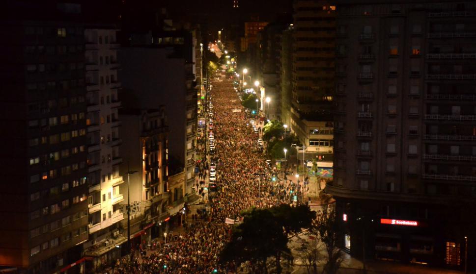 Miles de personas marcharon ayer en reclamo de información al gobierno por los más de 200 desaparecidos en dictadura. Foto: Estefanía Leal