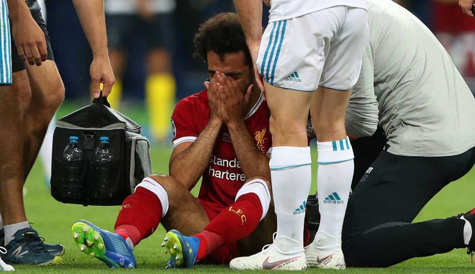 Mohamed Salah se lesionó en la final de la Champions League y debió salir. Foto. Reuters