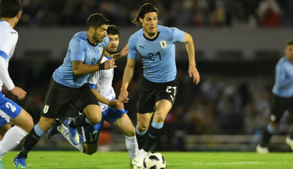 Uruguay vs. Uzbekistán. Luis Suárez y Edinson Cavani. Foto: Gerardo Pérez