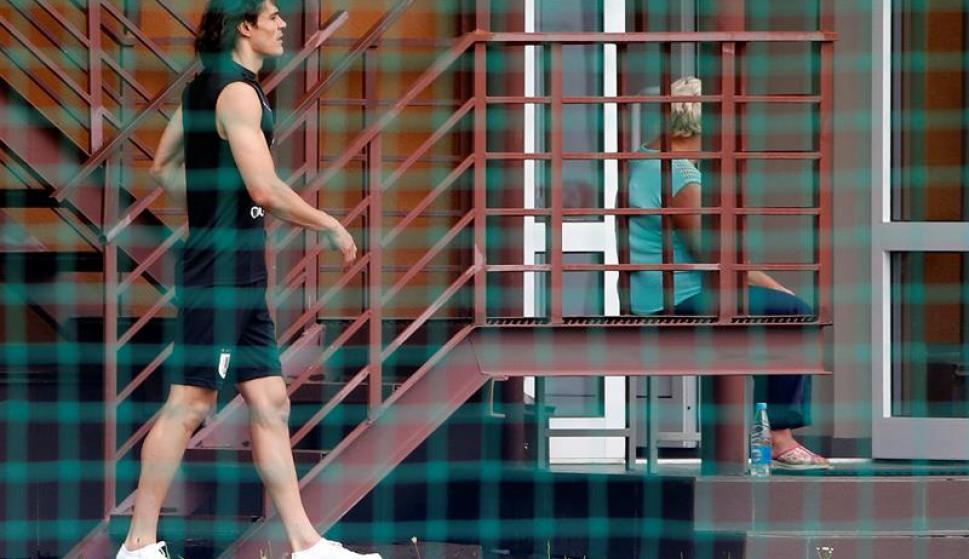 Cavani no participó del entrenamiento. Foto: EFE