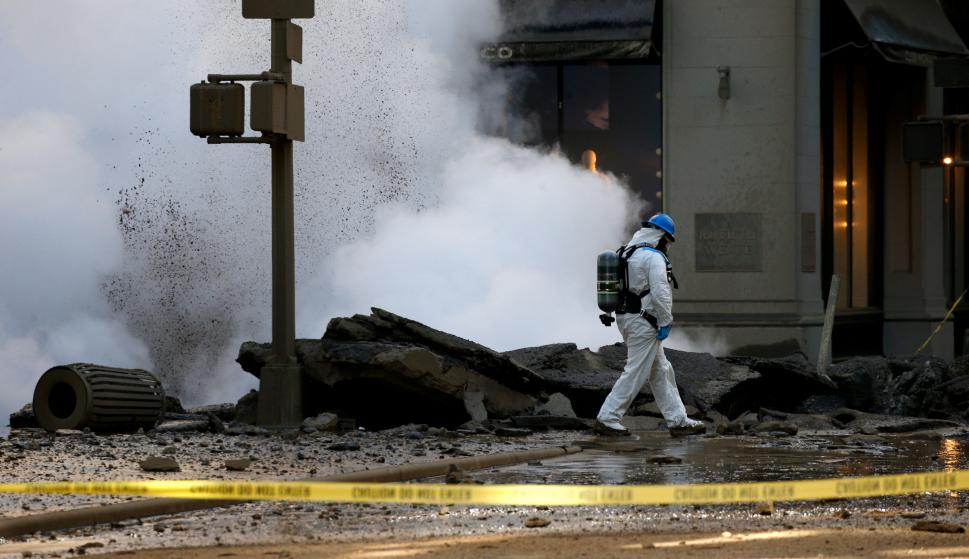 Explosión en cañería de pleno Manhattan. Foto: Reuters