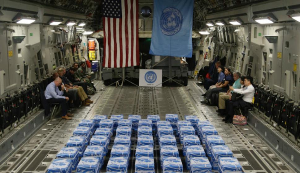 Militares estadounidenses recibieron las cajas con la bandera azul de Naciones Unidas. Foto: AFP
