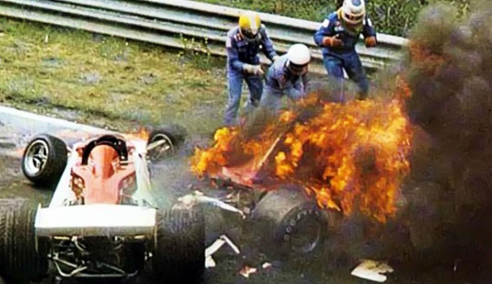 El accidente de Niki Lauda en 1976. Foto: Archivo La Nación