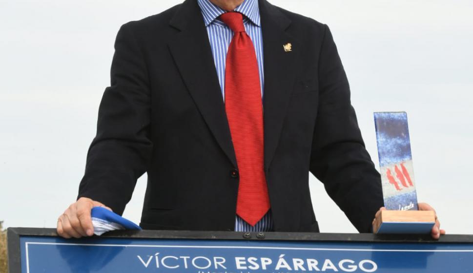 La cancha 7 de Los Céspedes lleva desde hoy el nombre de Víctor Espárrago. Foto: Darwin Borrelli.