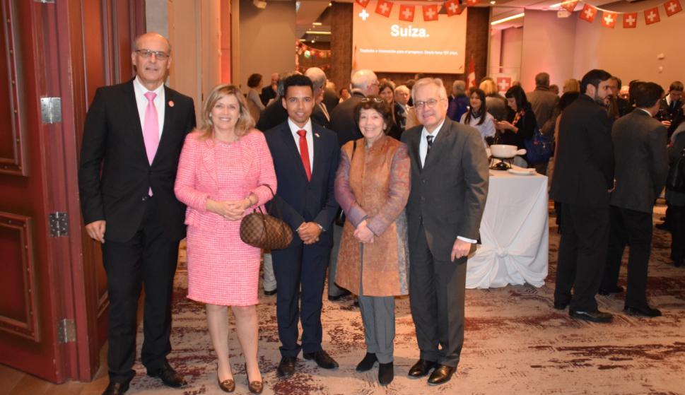 El Embajador de Suiza Martin Strub, Marcela Strub, el Jefe de Misión Adjunto André Rütti, Johanna von Voss; el Embajador de Alemania Ingo von Voss.
