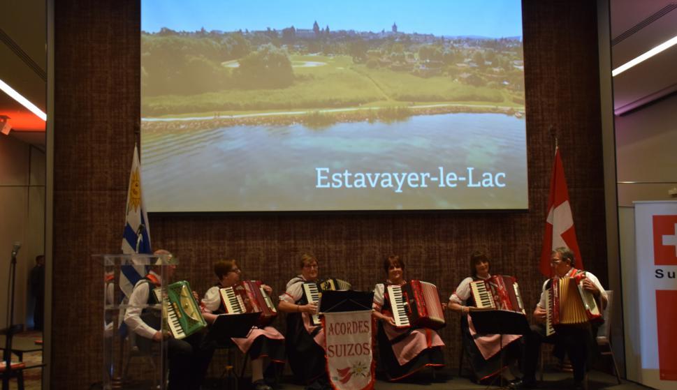 Música folclórica interpretada por los Acordes Suizos de Nueva Helvecia.
