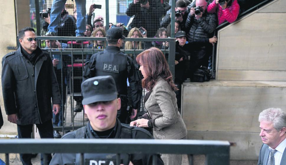 Cristina Kirchner - Ex presidenta, senadora