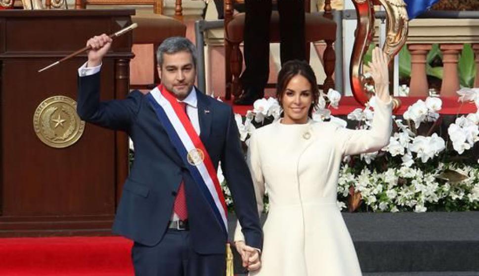 El presidente de Paraguay, Mario Abdo Benítez, y su esposa Silvana López. Foto: EFE