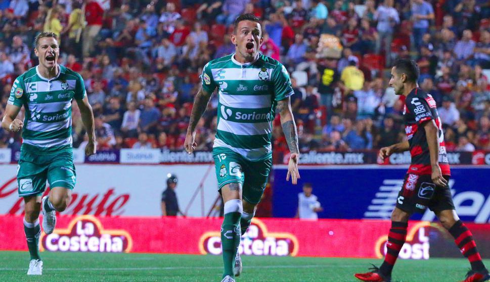 El festejo de Brian Lozano por su gol en Santos Laguna