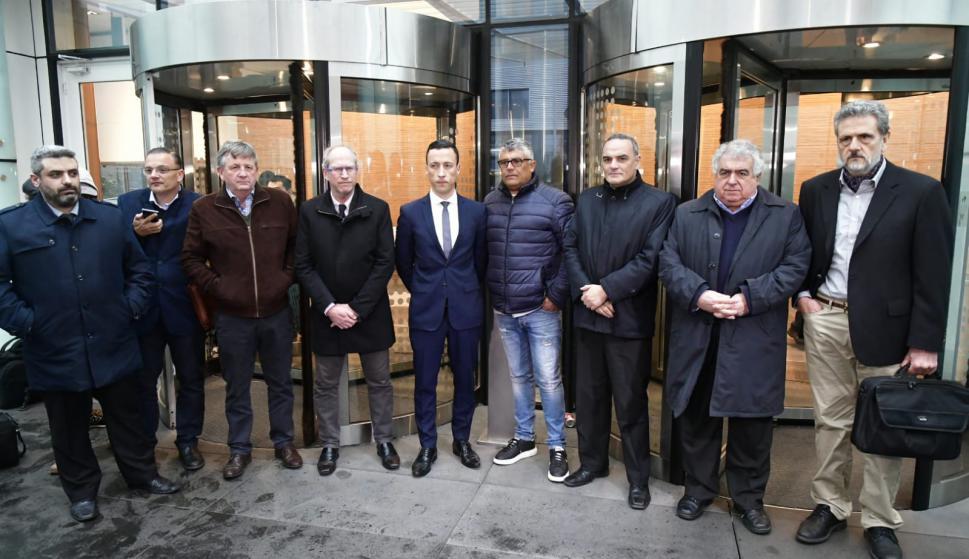 Reunión entre 10 clubes y el abogado brasileño Carlezzo. Foto: Fernando Ponzetto