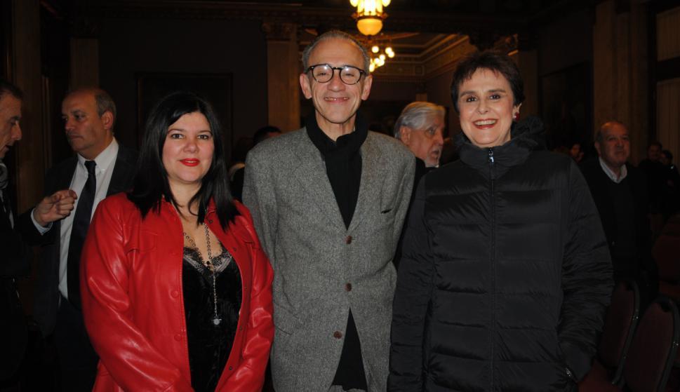Diana Saravia, José Miguel Onaindia, María Julia Caamaño.