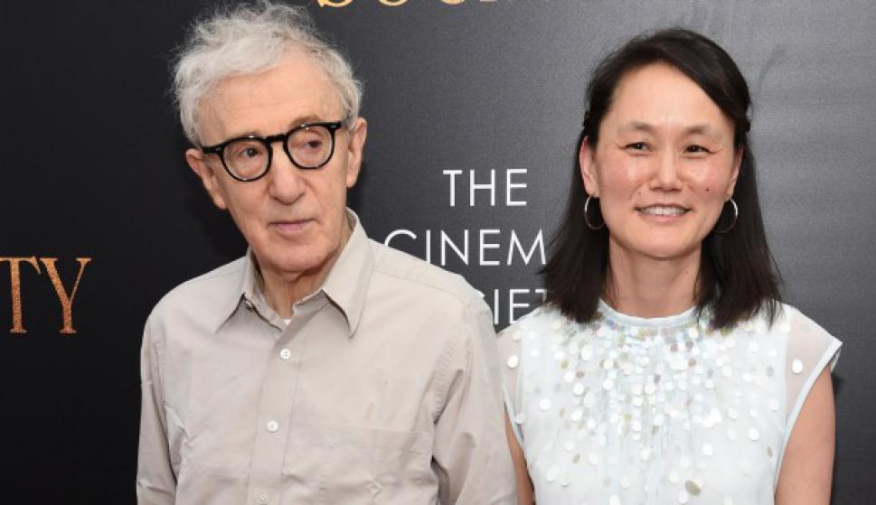 Soon-Yi Previn y Woody Allen durante una gala en 2016. Foto: AFP