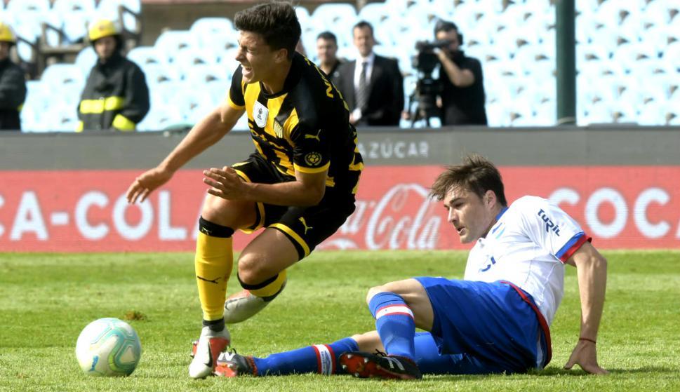 Agustín Canobbio y Rafael García en el clásico Nacional vs. Peñarol