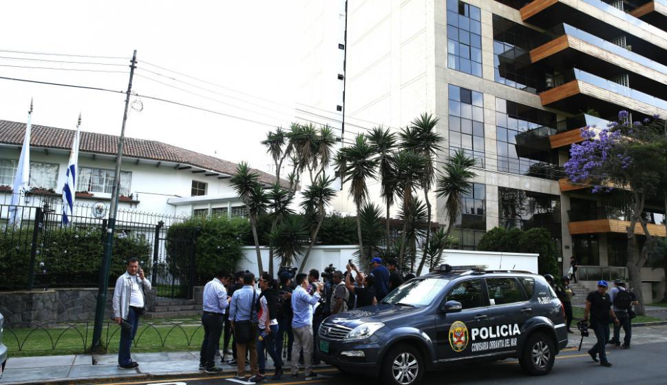 Los apristas dicen que García sopesó opciones y eligió pedir asilo a Uruguay por su tradición de dar refugio. Foto: EFE