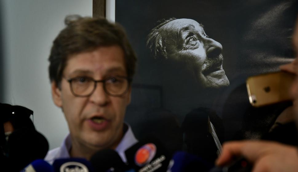 El presidente del FA, Javier Miranda, dijo en conferencia de prensa que había que tomar resoluciones por el caso de Sendic. Foto: Fernando Ponzetto