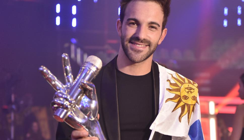 El joven de San Ramón, Braulio Assanelli con el trofeo de La Voz Argentina. Foto: Prensa Telefé