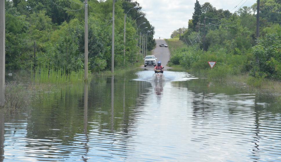Las crecidas de ríos y arroyos cubrieron carreteras en Durazno. Foto: Víctor Rodríguez
