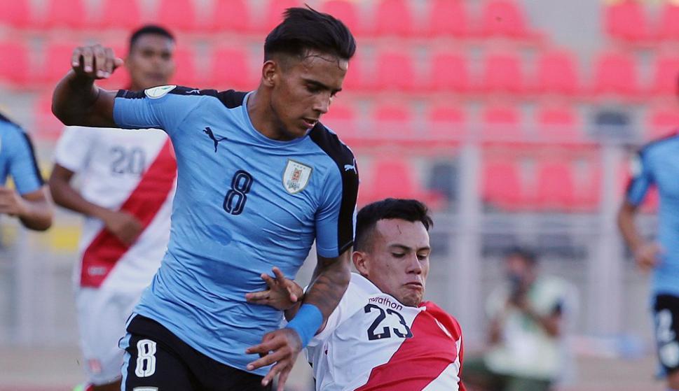 Rodrigo Zalazar en el Uruguay vs. Perú del Sudamericano Sub 20. Foto: AFP