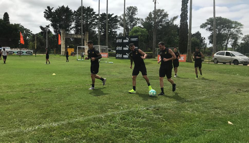 Entrenamiento de Peñarol en Los Aromos. Foto: Enrique Arrillaga.