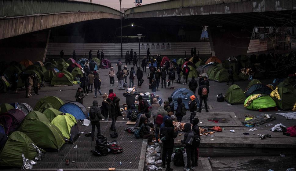 Campamento de inmigrantes en París. Foto: AFP