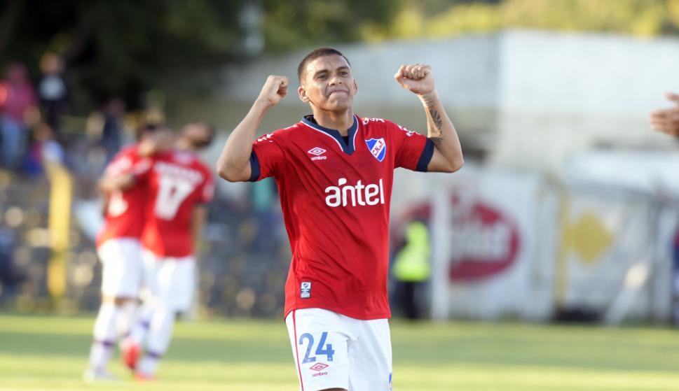 El tricolor presentó su nueva camiseta - Fútbol - Ovación - Últimas noticias  de Uruguay y el Mundo actualizadas - Diario EL PAIS Uruguay b95bbded83f76