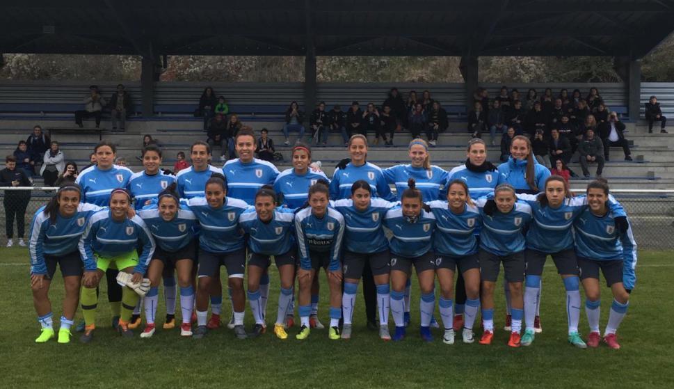 Plantel de la selección uruguaya de fútbol femenino en el amistoso contra  Francia. Foto  53601d07b31