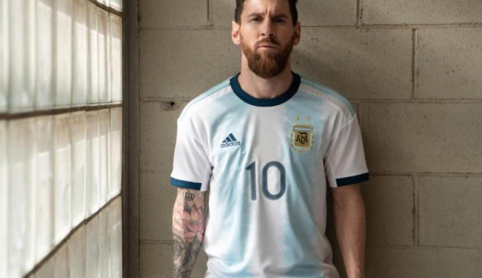 Messi volvió a la selección y presentó la nueva camiseta - Fútbol - Ovación  - Últimas noticias de Uruguay y el Mundo actualizadas - Diario EL PAIS  Uruguay 967b97e7ecd82