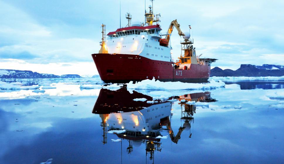 La tripulación de unas 100 personas se divide en tres guardias. Mientras dos están a bordo, la tercera descansa. Foto: El País