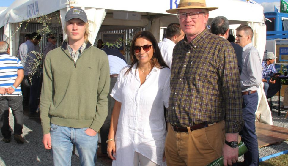 Theo Gibson, Nazarena Pereyra, Roberto Gibson.