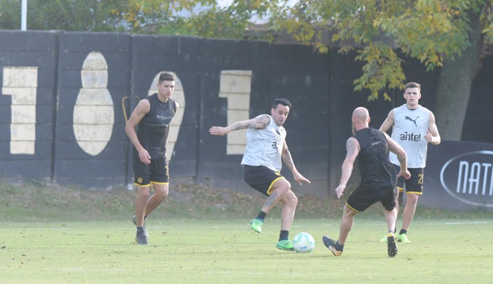 Peñarol entrenó en Los Aromos. Foto: Marcelo Bonjour.