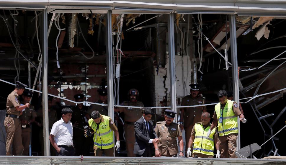 Policía custodia el sitio de la explosión en el lujoso hotel Shangri-La