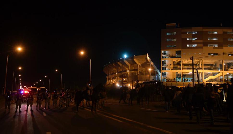 El operativo de seguridad en la previa de Peñarol y Flamengo. Foto: Gerardo Pérez.