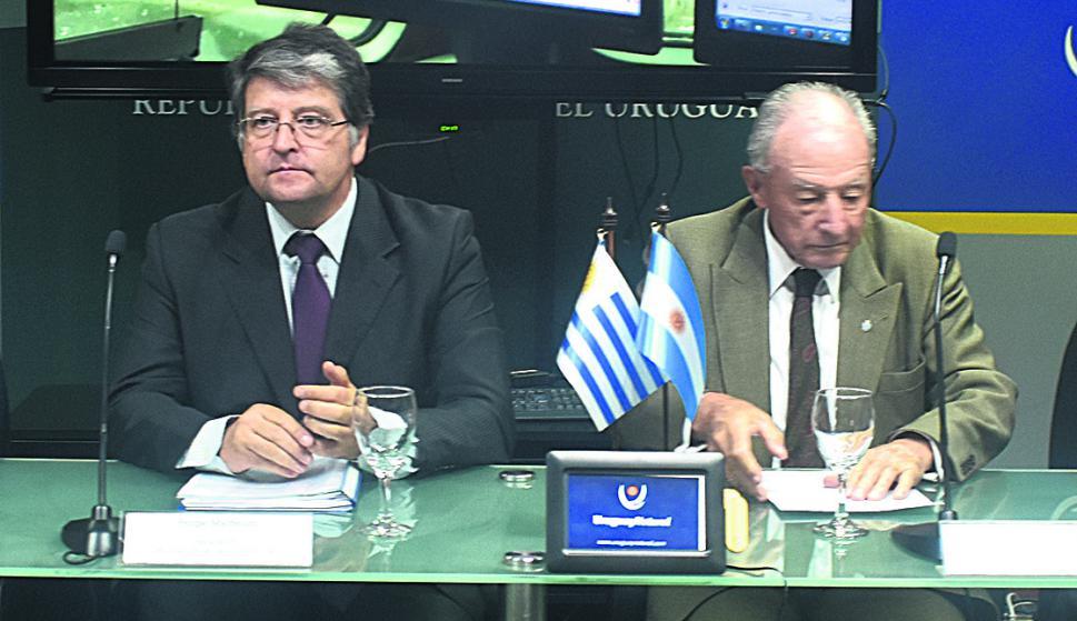El doctor Felipe Michelini y embajador Hugo Herrera Vega. Foto: El País