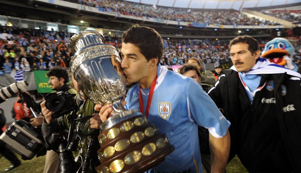 Luis Suárez celebra el título de Uruguay en la Copa América de Argentina 2011. Foto: AFP