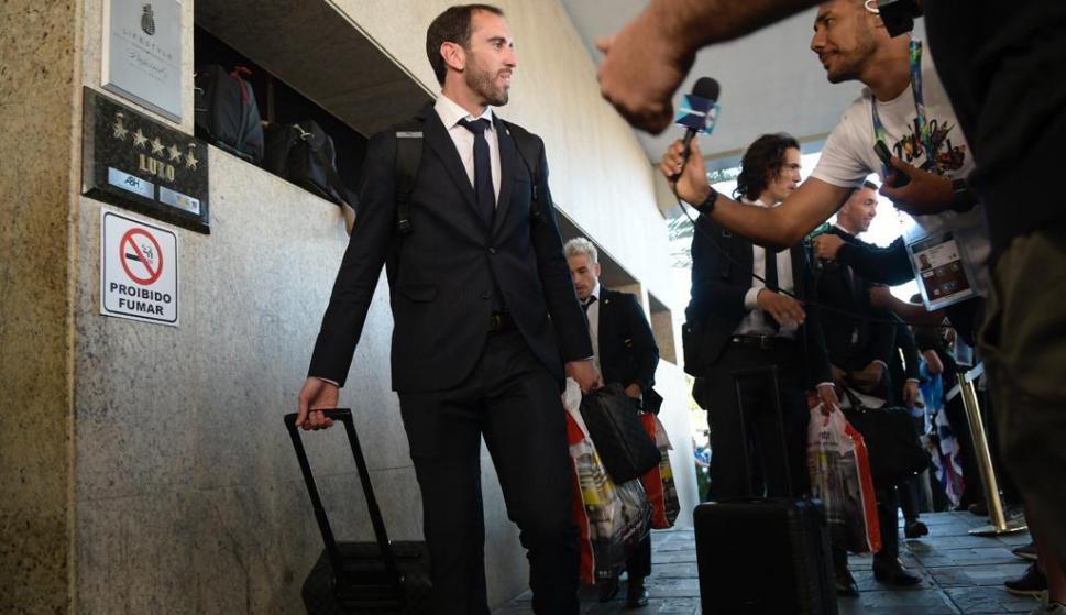 El plantel de Uruguay arribando al hotel Ouro Minas donde se instalará en Belo Horizonte. Foto: Gerardo Pérez.