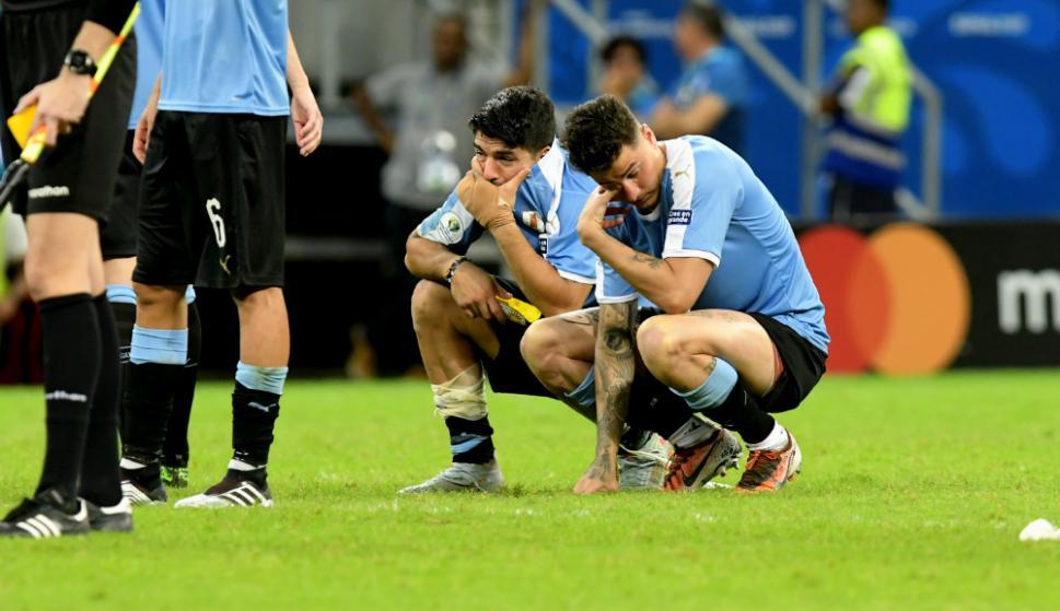 El lamento de Luis Suárez y José María Giménez con la eliminación de Uruguay
