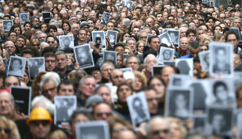 Movilización en un nuevo aniversario del atentado a la AMIA. Foto: Reuters