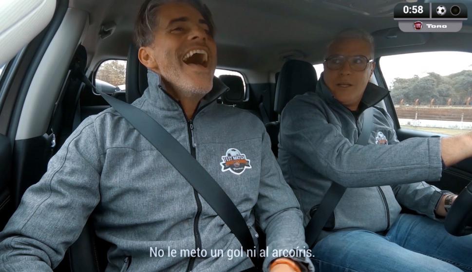 Álvaro Gutiérrez y Diego López, en la publicidad de Fiat en el Estadio Méndez Piana