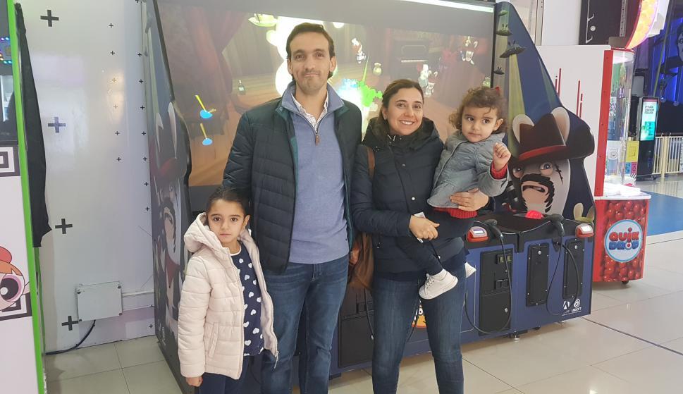 Catalina y Fernando Requena, Pía Ferrería, Josefina Requena.