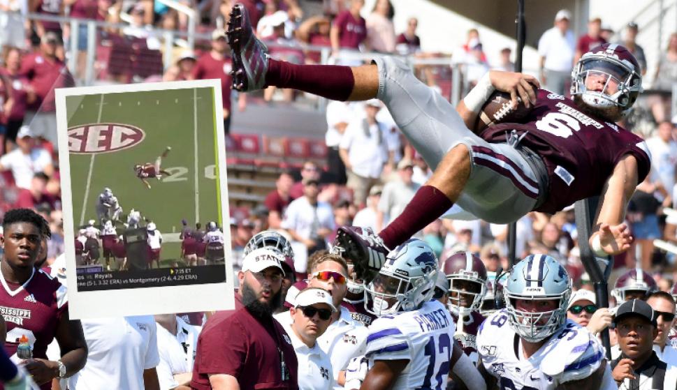Garrett Shrader voló por el aire en el partido entre Kansas y Mississippi. Fotos: Captura y AFP