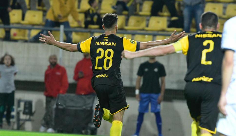 Lucas Viatri festeja su gol para abrir el marcador frente a Wanderers en el Campeón del Siglo. Foto: Gerardo Pérez.