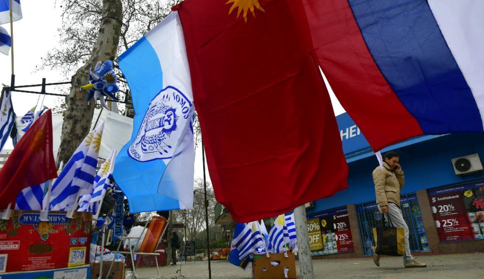 Banderas de partidos políticos en Uruguay. Foto: Fernando Ponzetto