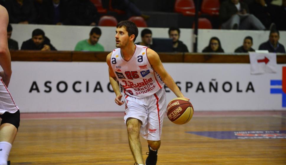Abel Agarbado de Olimpia. Foto: Gerardo Pérez.