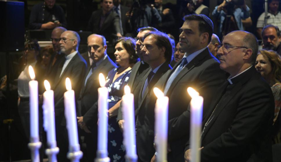 """Un día antes del debate, Lacalle Pou y Martínez se vieron anoche en el 81 aniversario de """"La noche de los cristales rotos"""". Foto: Marcelo Bonjour"""