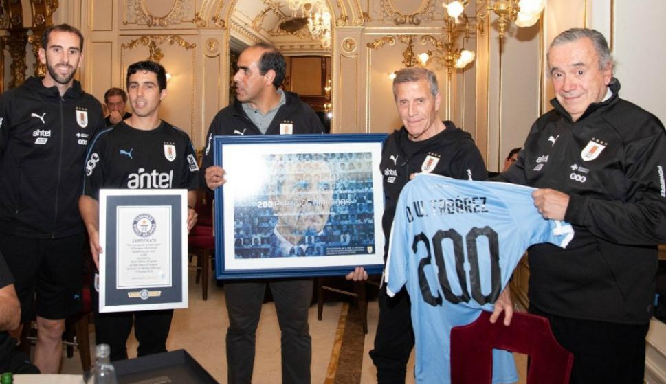 Óscar Tabárez reconocido con un título de récord de Guinness World Records