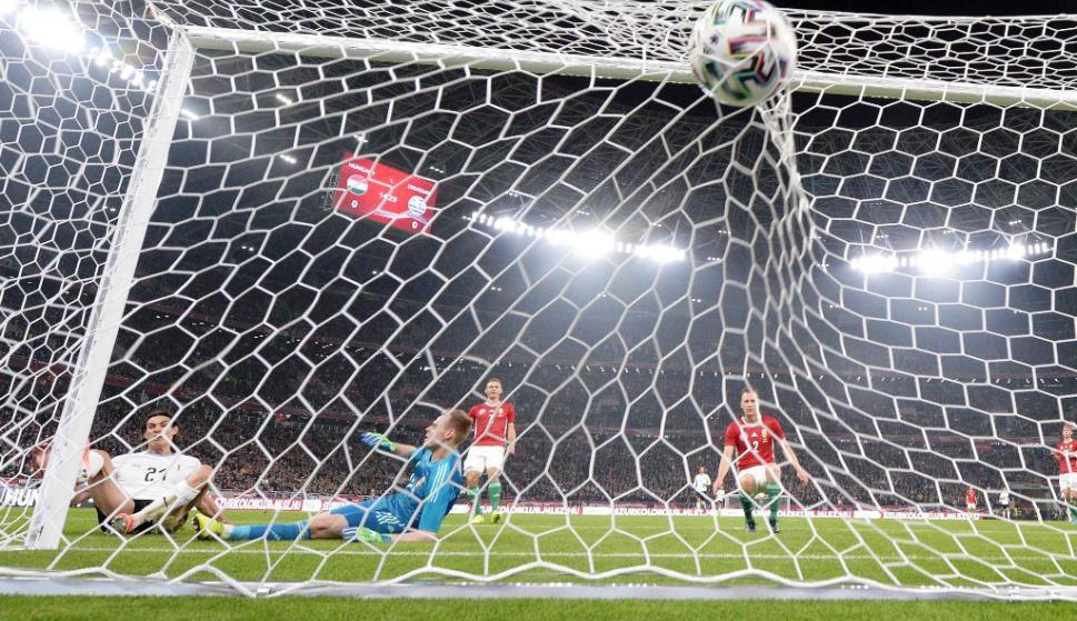 Gol de Cavani a Hungría