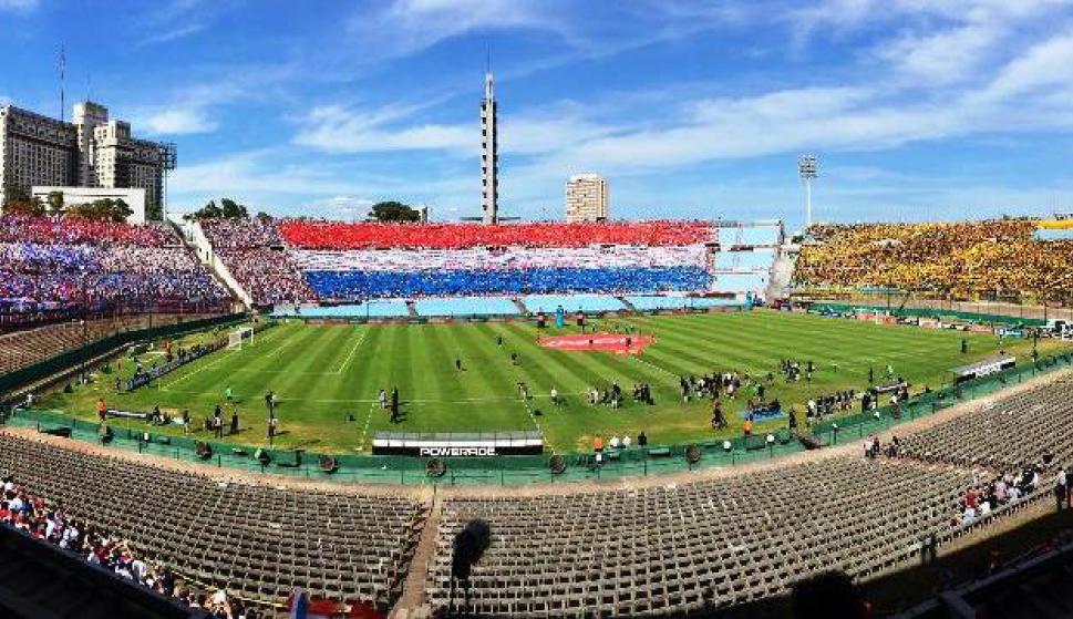 El Estadio Centenario a minutos de comenzar el partido. Foto: Emiliano Esteves.