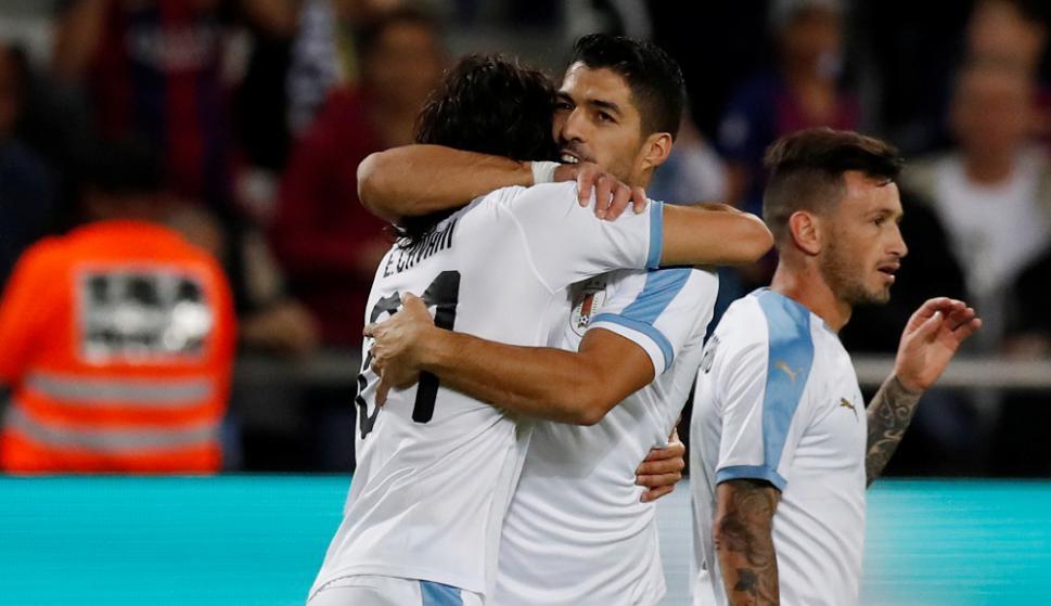 Edinson Cavani y Luis Suárez en el Argentina vs. Uruguay de Israel en 2019