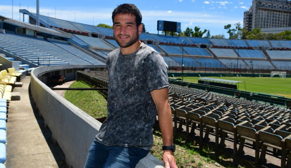 Nicolás Lodeiro en el Estadio Centenario donde marcó más de un golazo. Foto: Francisco Flores.